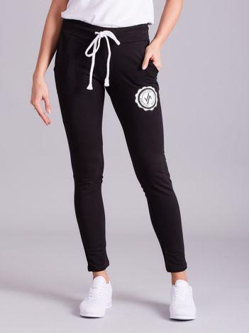 Czarne damskie spodnie dresowe z troczkami