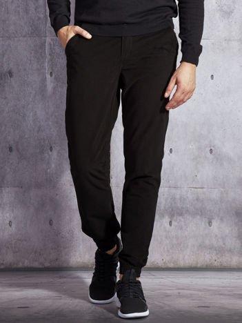Czarne materiałowe spodnie męskie z kieszeniami moro