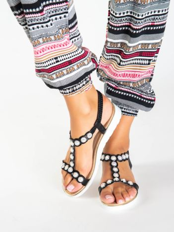 Czarne metaliczne sandały z elastycznymi paskami na piętach i perłowymi kamyczkami
