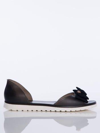 Czarne sandały Melisy z materiałową kokardką z przodu buta bez palców