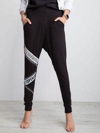 Czarne spodnie Almost