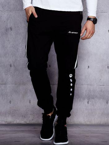 Czarne spodnie dresowe męskie z kontrastowymi modułami