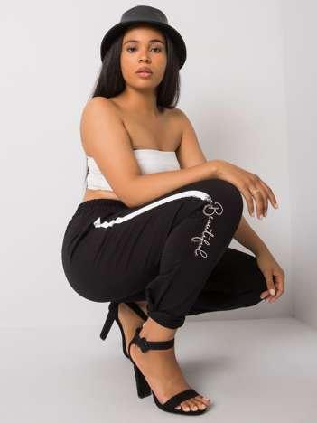 Czarne spodnie dresowe plus size z nadrukiem Abelia