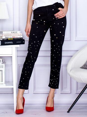 Czarne spodnie o prostym kroju z perełkami