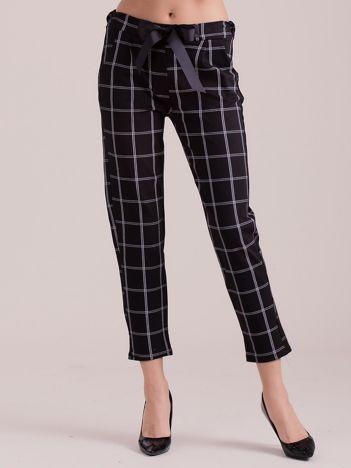 Czarne spodnie w kratę