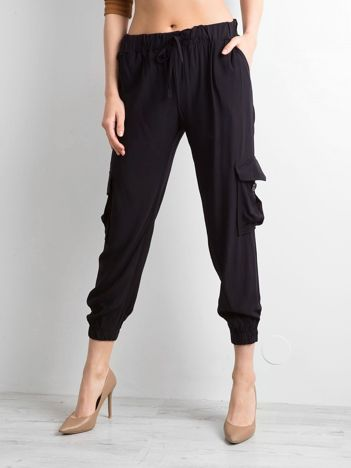 Czarne spodnie z kieszeniami i wiązaniem