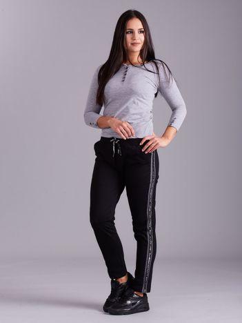 Czarne spodnie z lampasami