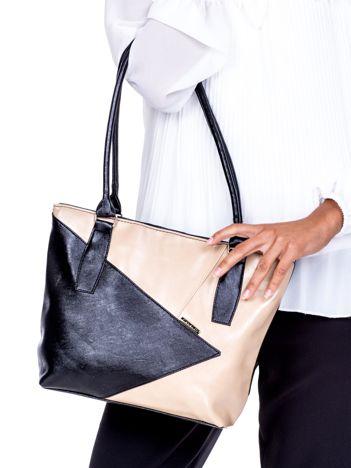 cb97aa38a86f0 Czarno-beżowa torba z asymetrycznymi przeszyciami