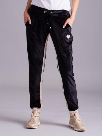 Czarno-beżowe welurowe spodnie dresowe