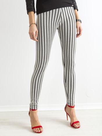 Czarno-białe legginsy w paski