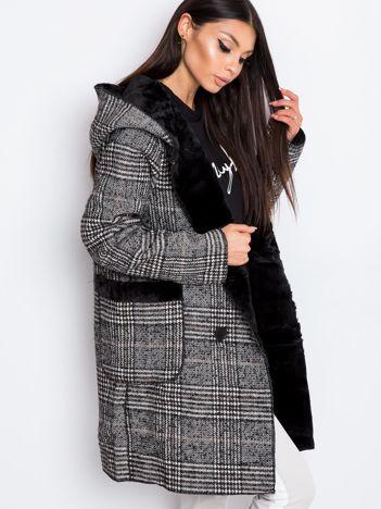 Czarno-biały płaszcz Risk