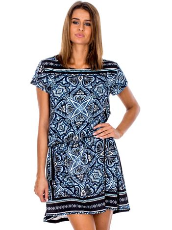 Czarno-niebieska sukienka w orientalne wzory