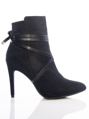 Czarny botki na szpilkach z paskami dookoła cholewki