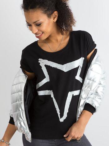 Czarny damski t-shirt z printem