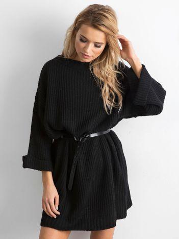 Czarny długi sweter z dzianiny
