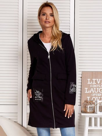 Czarny dresowy płaszcz ze skórzanymi naszywkami