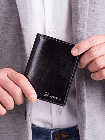 Czarny pionowy portfel skórzany