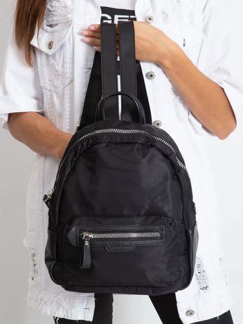 Czarny plecak z łączonych materiałów