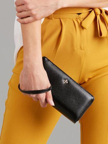 Czarny podłużny portfel na suwak