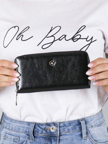 Czarny portfel damski na suwak