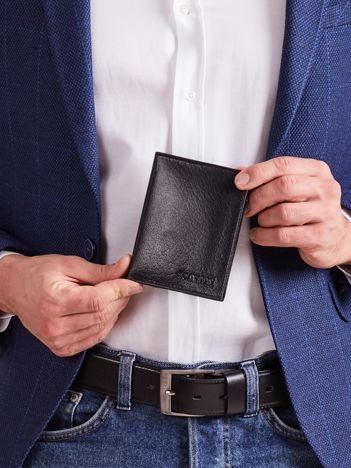 Czarny portfel dla mężczyzny ze skóry naturalnej pionowy