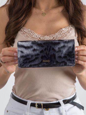 Czarny portfel w zwierzęcy wzór