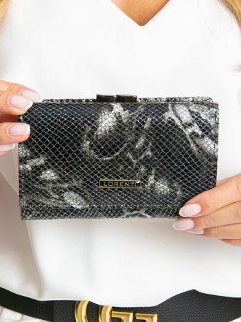 Czarny poziomy portfel damski we wzory