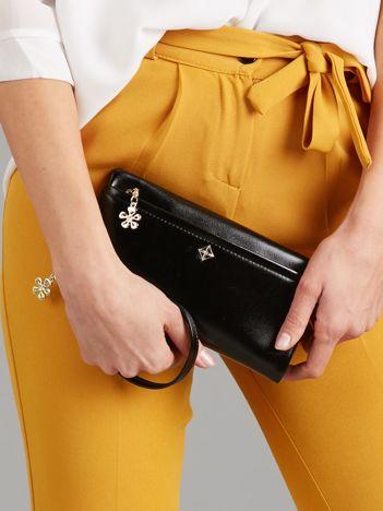 Czarny poziomy portfel damski z uchwytem
