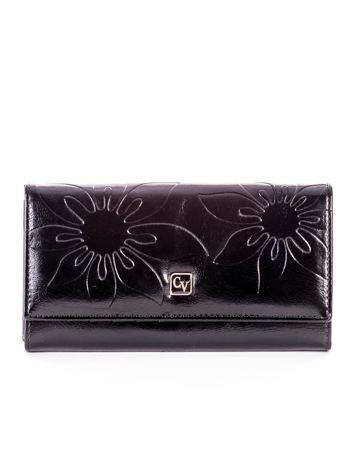 Czarny skórzany portfel w tłoczone kwiaty