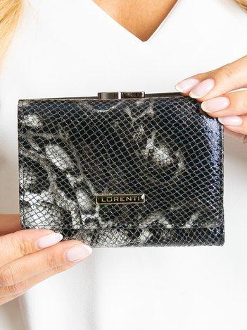Czarny skórzany portfel we wzory