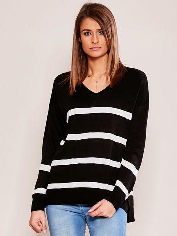 Czarny sweter damski w pasy
