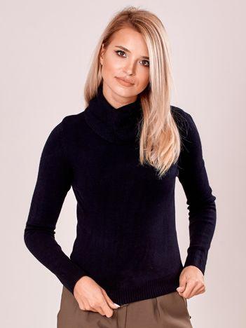 Czarny sweter damski z golfem