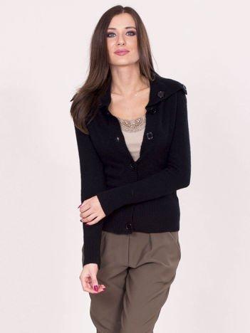 Czarny sweter na guziki