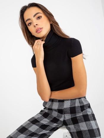 Czarny sweter z golfem i krótkim rękawem