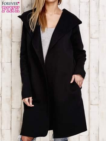 Czarny sweter z kapturem i ociepleniem