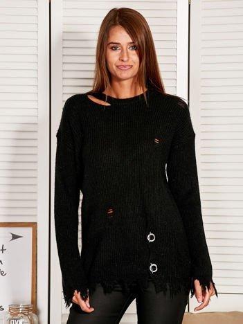 Czarny sweter z wystrzępieniami