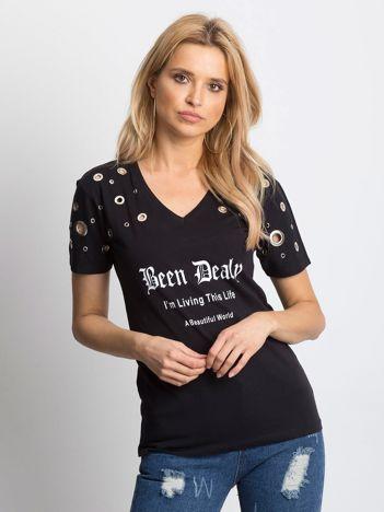 Czarny t-shirt z ażurowymi kółeczkami i napisem