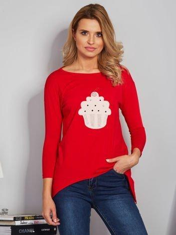 Czerwona asymetryczna bluzka z babeczką