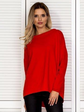 Czerwona bluza z ozdobną listwą