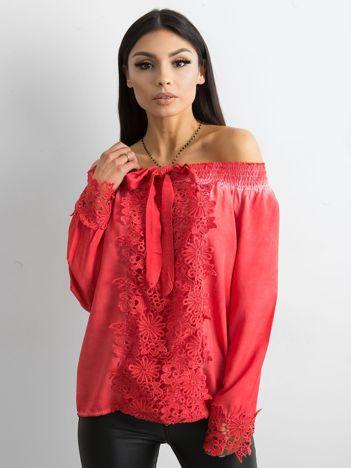 Czerwona bluzka hiszpanka z koronką