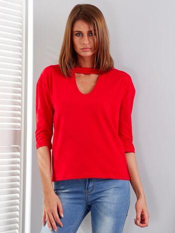 Czerwona bluzka z chokerem