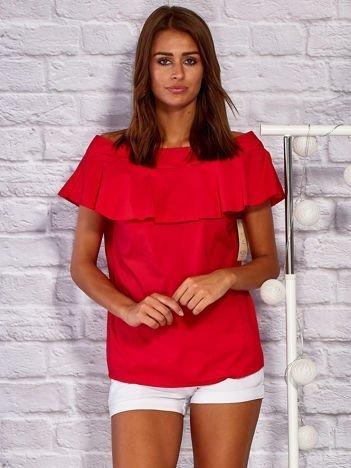 Czerwona bluzka z głębokim dekoltem i kokardą