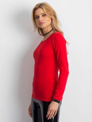 Czerwona bluzka z ozdobnym plecionym dekoltem z tyłu