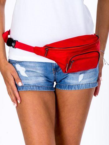 Czerwona damska saszetka nerka z kieszonkami