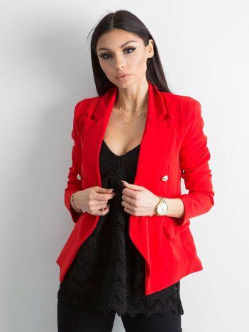 Czerwona dwurzędowa marynarka damska