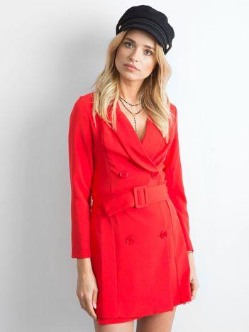Czerwona dwurzędowa sukienka
