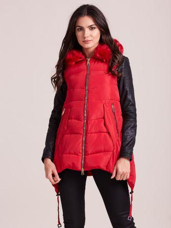 Czerwona kamizelka zimowa z kapturem i futerkiem