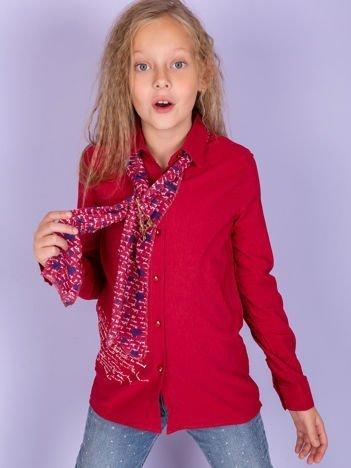 Czerwona koszula dla dziewczynki z ozdobną przypinką