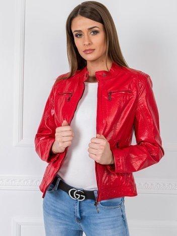 czerwona kurtka ecoskóra damska z czym nosić