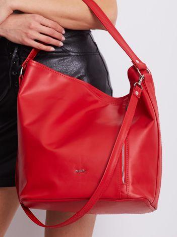 Czerwona miękka torba z odpinanym paskiem